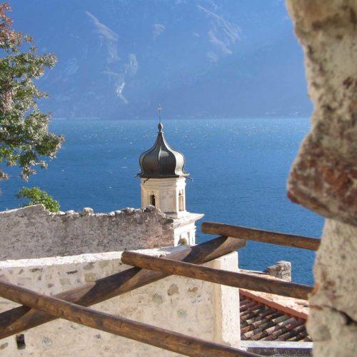 La limonaia e il centro storico di Limone sul Garda - Lake Garda